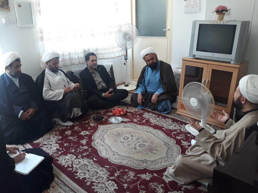 گیلان   بازدید دکتر حسین نحوی نژاد از منزل یکی از طلاب حوزه با مشکلات جسمی و حرکتی