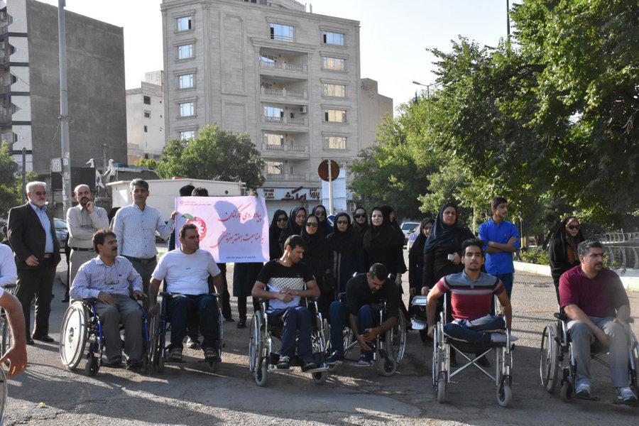 لرستان   معلولین جدا از جامعه نیستند