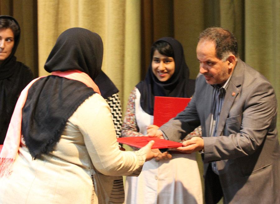 تجلیل معاون امور اجتماعی سازمان بهزیستی کشور از دختران موفق بهزیستی استان تهران
