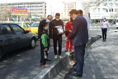 گزارش تصویری   توزیع لوازم بهداشتی میان کودکان کار