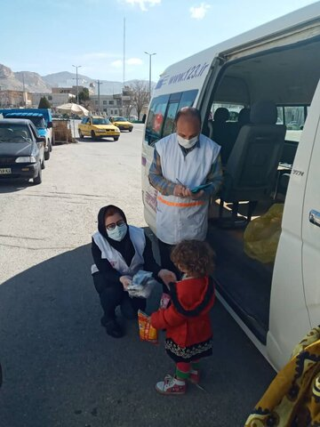 گزارش تصویری /توزیع اقلام بهداشتی بین کودکان کار و خیابان