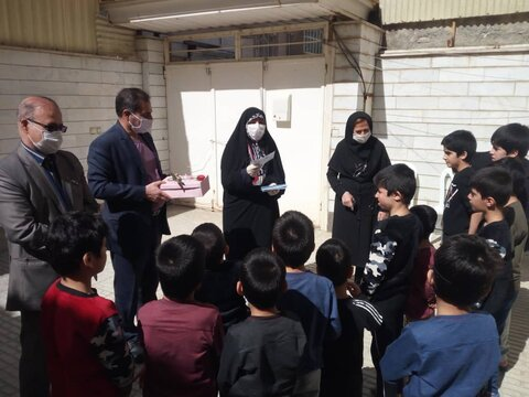 شهرستان کرمانشاه|حضور مدیرکل بهزیستی استان کرمانشاه در جمع فرزندان مراکز شبهخانواده