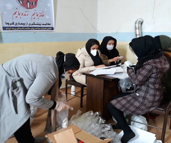توزیع بسته های بهداشتی میان شهروندان زرینه ای