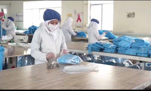 فیلم | تغییر چرخه تولید کارگاه های تحت نظارت بهزیستی خراسان رضوی در تولید اقلام بهداشتی
