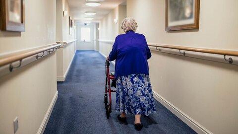 ببینید| اذعان نخست وزیر انگلیس به بالا بودن تلفات کرونا در خانه های سالمندان انگلیس