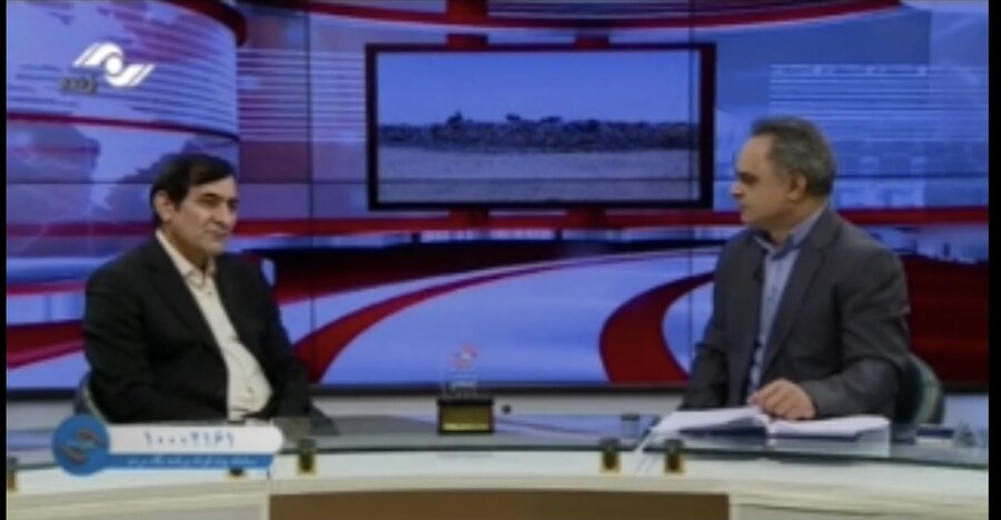 اهداء تندیس (مدیر برتر از نگاه مردم) به مدیرکل بهزیستی استان البرز