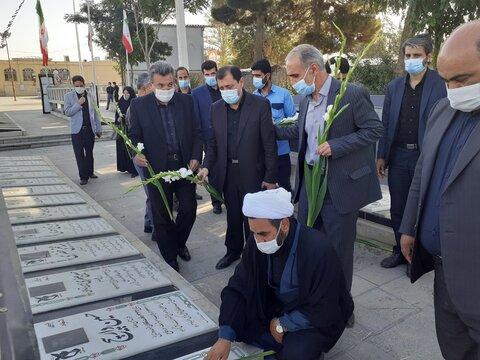 گزارش تصویری | غبارروبی مزار شهداء همزمان با هفته دولت