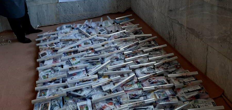 خواف | نیکوکار خوافی 70 میلیون تومان لوازم التحریر به دانشآموزان بهزیستی اهدا کرد