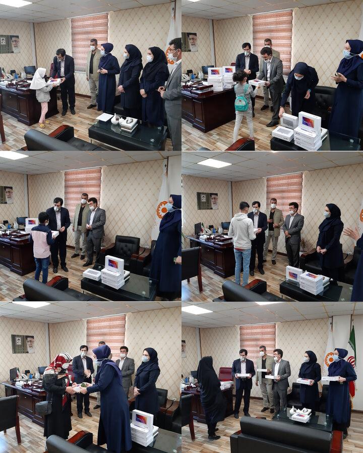 اهداء ۲۰ دستگاه تبلت به دانش آموزان ایتام تحت پوشش بهزیستی