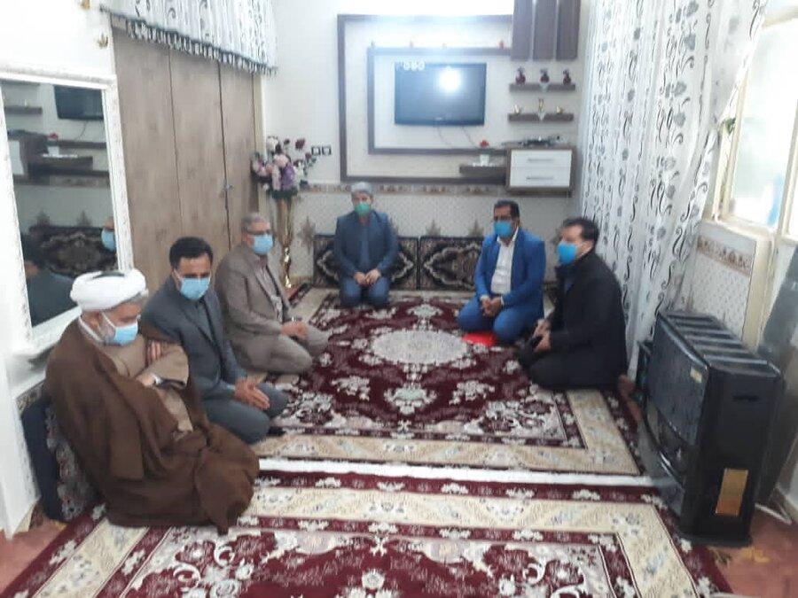 بهارستان| بازدید مسئولان شهرستان از یک خانواده چند معلول