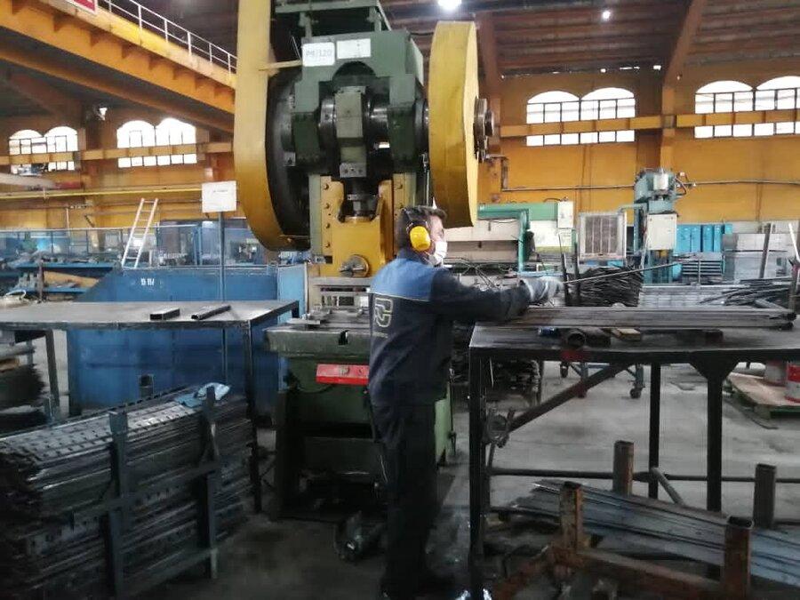 بازدید مسئولین استانی بهزیستی از واحد صنعتی در ملارد