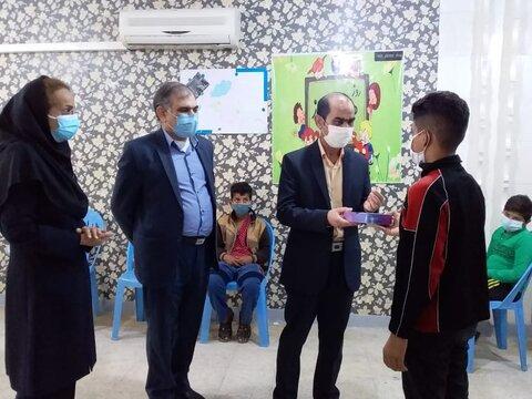 بهزیستی خوزستان به کودکان کار تبلت اهدا کرد