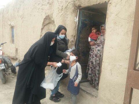صالح آباد | اهدای ماسک و سبد غذایی به 25 خانوادهی تحت پوشش روستایی در صالحآباد