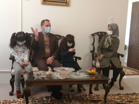 دیدار مدیر کل بهزیستی استان تهران با خانواده پذیرنده دو فرزند معلول