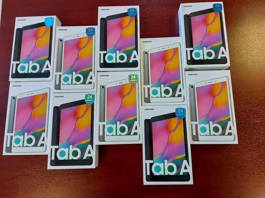۱۰ دستگاه تبلت اهدائی مؤسسه خیریه فردوس برین به دانش آموزان بی بضاعت و تحت پوشش بهزیستی کیش