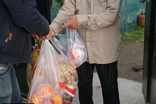 قوچان | اهدای یکصد بسته یلدایی برای مددجویان قوچانی