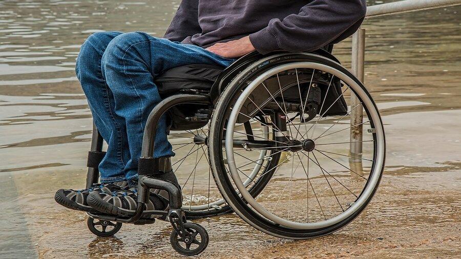 شهریه دانشجویان معلول تامقطع دکترا پرداخت می شود/ فرهنگ سازی مانع معلولیت
