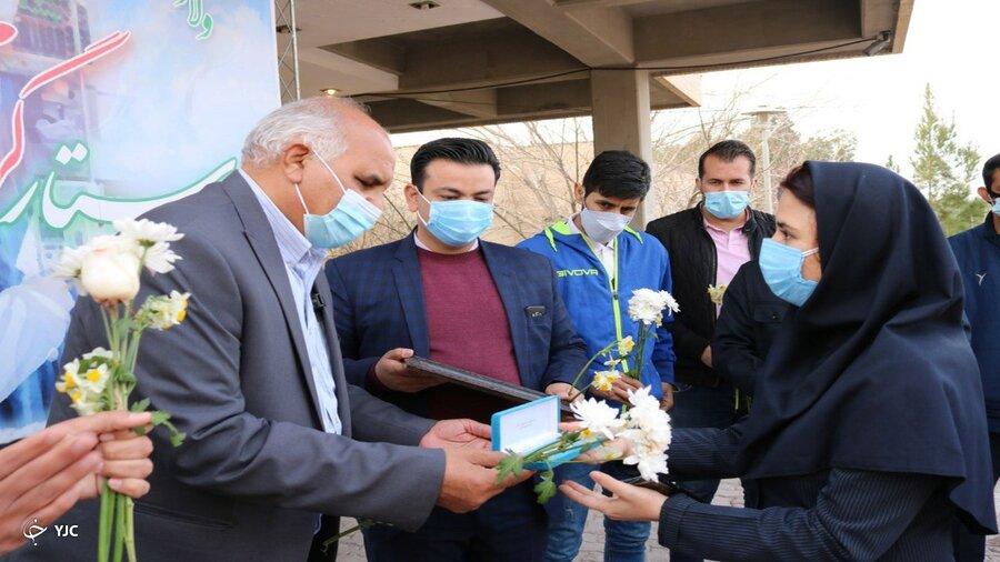 ناشنوایان کرمانی مدال خود را به مدافعان سلامت اهدا کردند