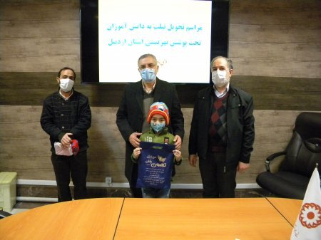 تحویل تبلت به دانش آموزان تحت پوشش بهزیستی استان اردبیل