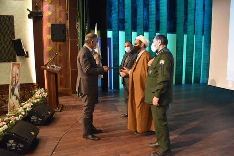 مدیر کل بهزیستی خراسان رضوی از سوی بنیاد حفظ آثار و ارزشهای دفاع مقدس مورد تقدیر قرار گرفت