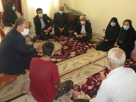 دیدار معاون سیاسی امنیتی اجتماعی استانداری بوشهر با خانواده دارای سه فرزند معلول