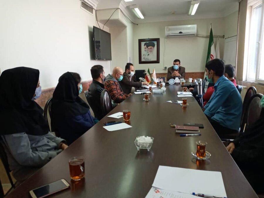 نظرآباد | جلسه رئیس بهزیستی شهرستان نظرآباد با همکاران حوزه توانبخشی و مشارکت های مردمی