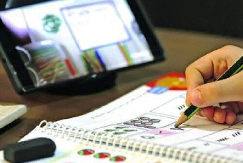بهزیستی در رسانه | ۳۰ دستگاه تبلت به دانشآموزان تحت پوشش بهزیستی سمنان اهدا شد