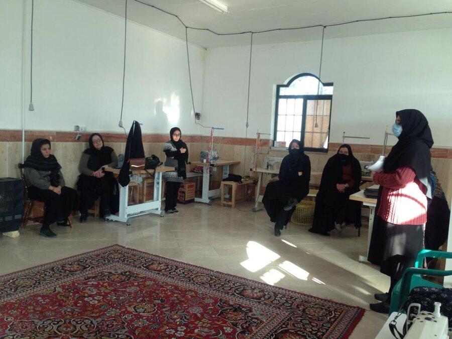 ارائه آموزشهای فنی و حرفه ای جهت اشتغال 65 زن سرپرست خانوار قمی