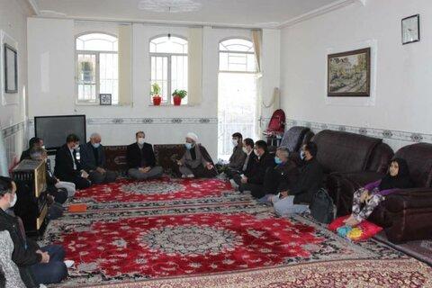 گزارش تصویری | دیدار دادستان زنجان ، مدیر کل بهزیستی استان ، مدیرکل بنیاد شهید و جمعی از مسئولین با خانواده فداکار دارای سه معلول
