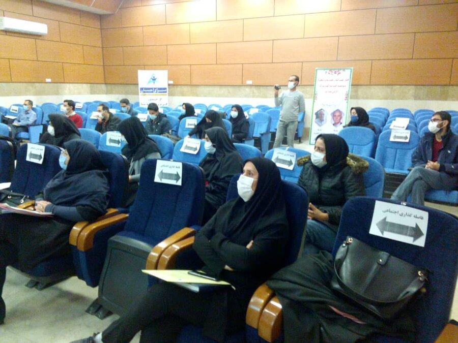 نشست معاون توانبخشی بهزیستی استان با کارشناسان شهرستان