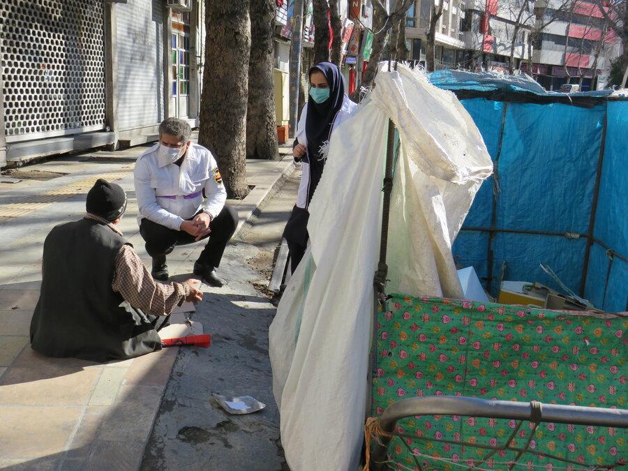 ساری  بازدید مدیر بهزیستی شهرستان ساری در شرایط بحرانی سرما از مراکز و مناطق آسیب
