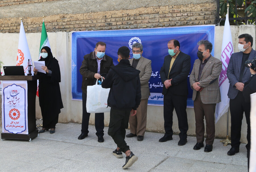 مراسم اهدای تبلت، لباس گرم و کیف آموزشی به کودکان و دانش آموزان مناطق حاشیه و کم برخوردار استان مازندران برگزار شد