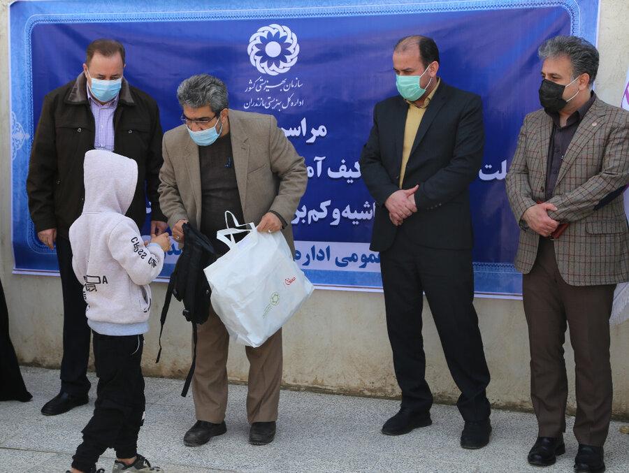 مراسم توزیع تبلت و لباس گرم به کودکان مناطق حاشیه