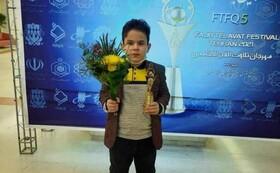 روشندل ۱۰ ساله شعار «معلولیت، محدودیت نیست» را عملی کرد/ پدیده جشنواره تلاوتهای مجلسی کیست؟