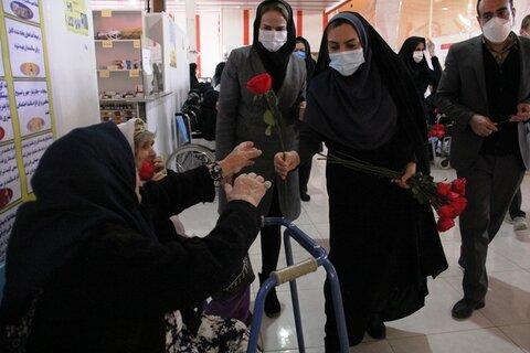 گزارش تصویری|تبریک روز مادر به مادران خانه سالمندان ایلام