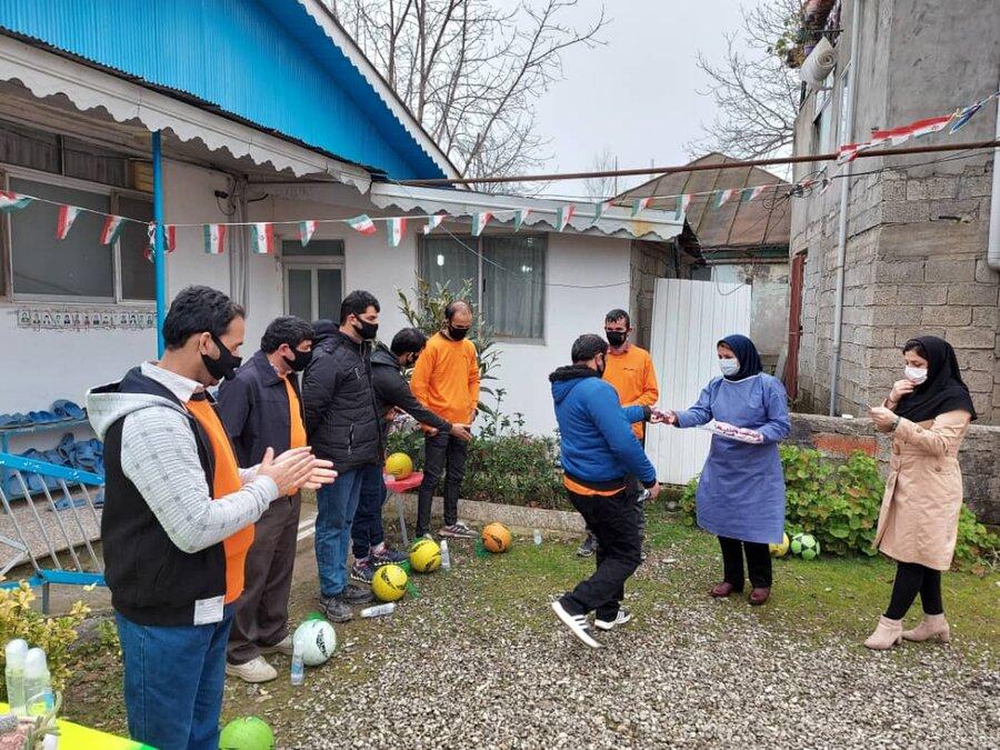 ورزش همگانی به منظور حفظ نشاط ، شادابی و توسعه سلامت در مرکز نگهداری روزانه معلولین ذهنی امین رضوانشهر