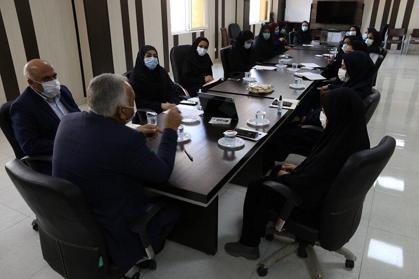نشست صميمي مدير كل با بانوان
