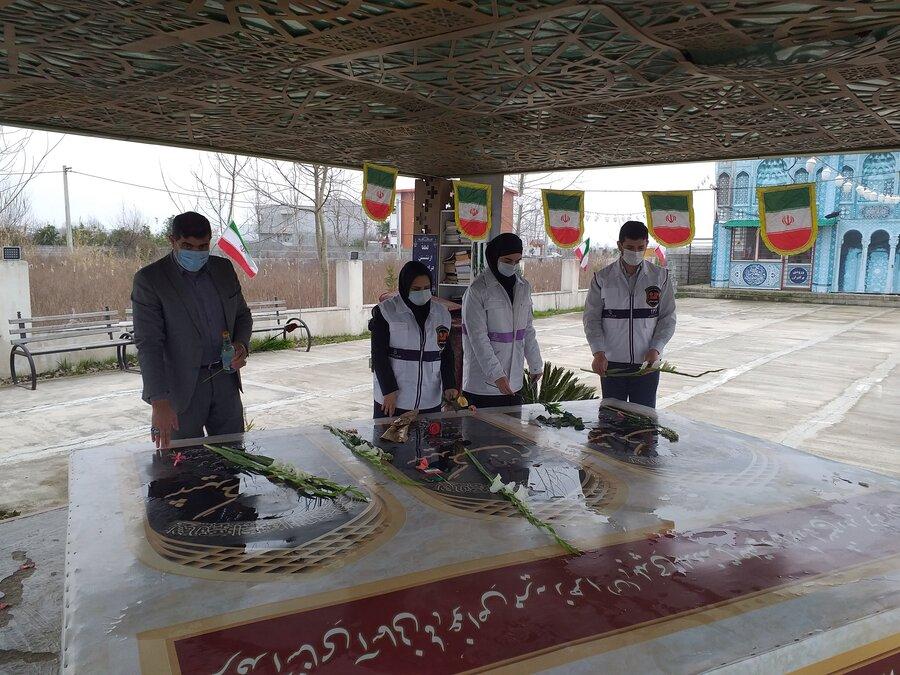 محمودآباد │ آئین غبارروبی و عطر افشانی گلزار شهدا به مناسبت دهه فجر