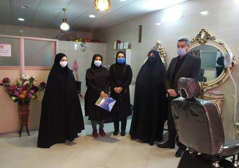 اردستان| تقدیر از ۸ زن نمونه سرپرست خانوار دفتر توانمندسازی خانواده و زنان