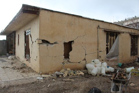 کمک بلاعوض بنیاد مستضعفان برای تامین مسکن و لوازم خانگی زلزلهزدگان سیسخت و دنا