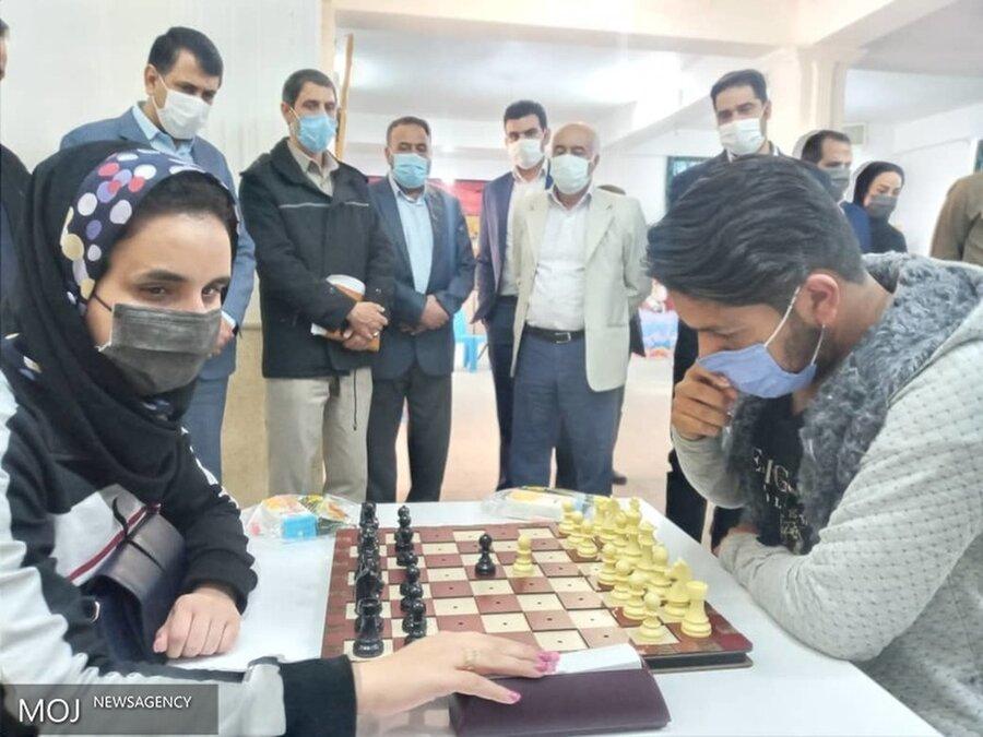 مسابقات شطرنج نابینایان وکم بینایان استان برگزار شد