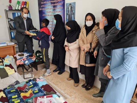 توزیع بستههای عیدانه در بین کودکان کار و خیابان بجنورد
