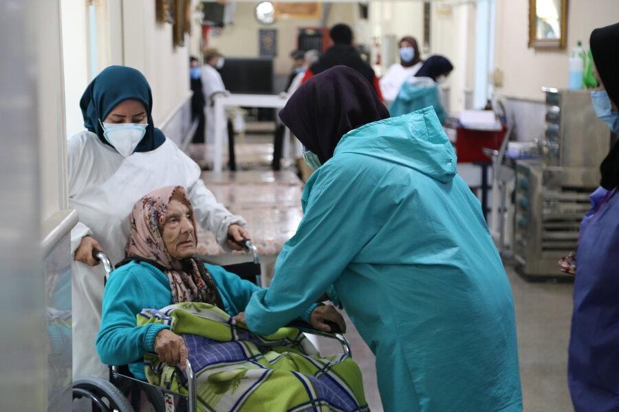 فاز اول واکسیناسیون مقیمان مستقر در مراکز نگهداری سالمندان مازندران