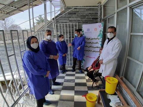 گزارش تصویری | تزریق واکسن کرونا برای سالمندان آسایشگاه فاطمه زهرا قزوین
