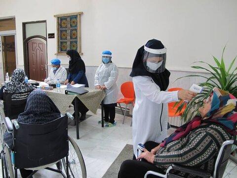 آغاز واکسیناسیون سالمندان علیه کرونا در مراکز بهزیستی خراسان رضوی