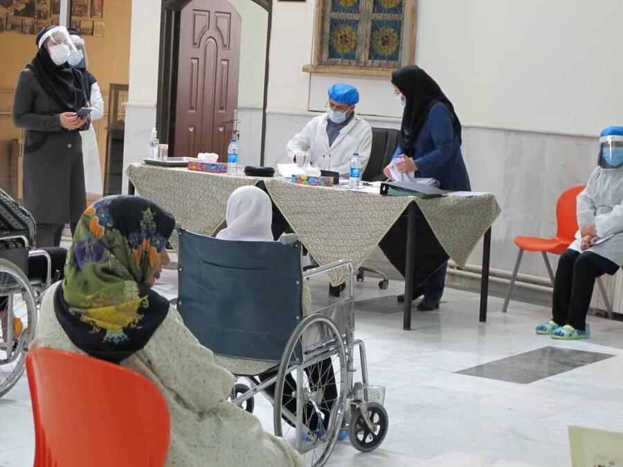 آغاز واکسیناسیون سالمندان در مراکز شبانهروزی بهزیستی خراسان رضوی
