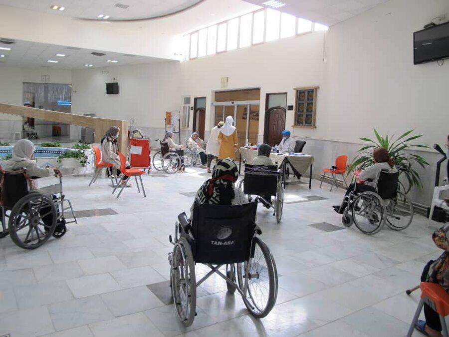 ببینید | واکسیناسیون کووید 19 در مراکز سالمندان بهزیستی خراسان رضوی