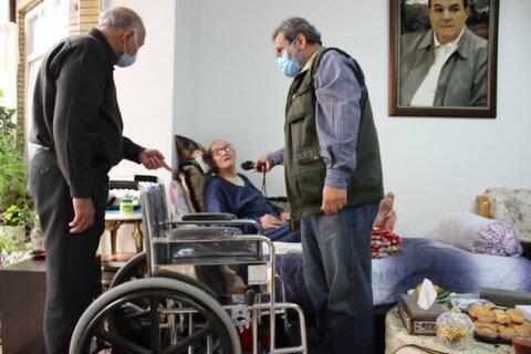 تحویل ویلچر به خانواده شهید نادر عظیمی
