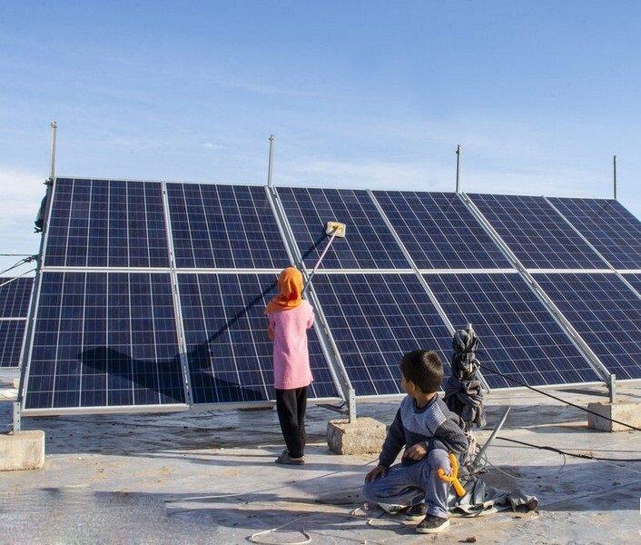 ببینید | گزارش احداث پنل های خورشیدی توسط مددجویان بهزیستی خراسان رضوی