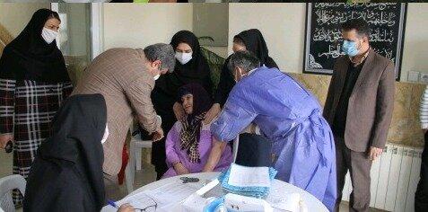 200نفر از سالمندان استان مرکزی در مقابل کرونا واکسینه شدند